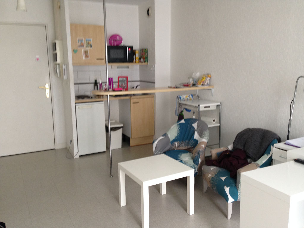 A VENDRE APPARTEMENT 2P DE 36.50 M2 PARKING PRIVATIF BREST
