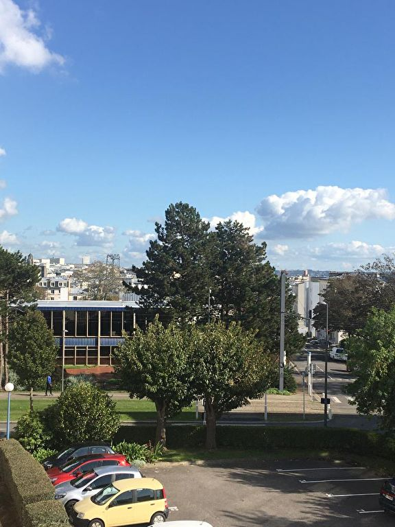 APPARTEMENT A VENDRE 4 PIECES 80M²  BALCON ASCENSEUR PARKING BON STANDING BREST LE LANDAIS