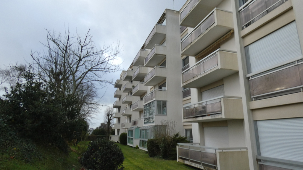 APPARTEMENT A VENDRE T4 GRAND BALCON ASCENSEUR EN IMPASSE BREST GUELMEUR